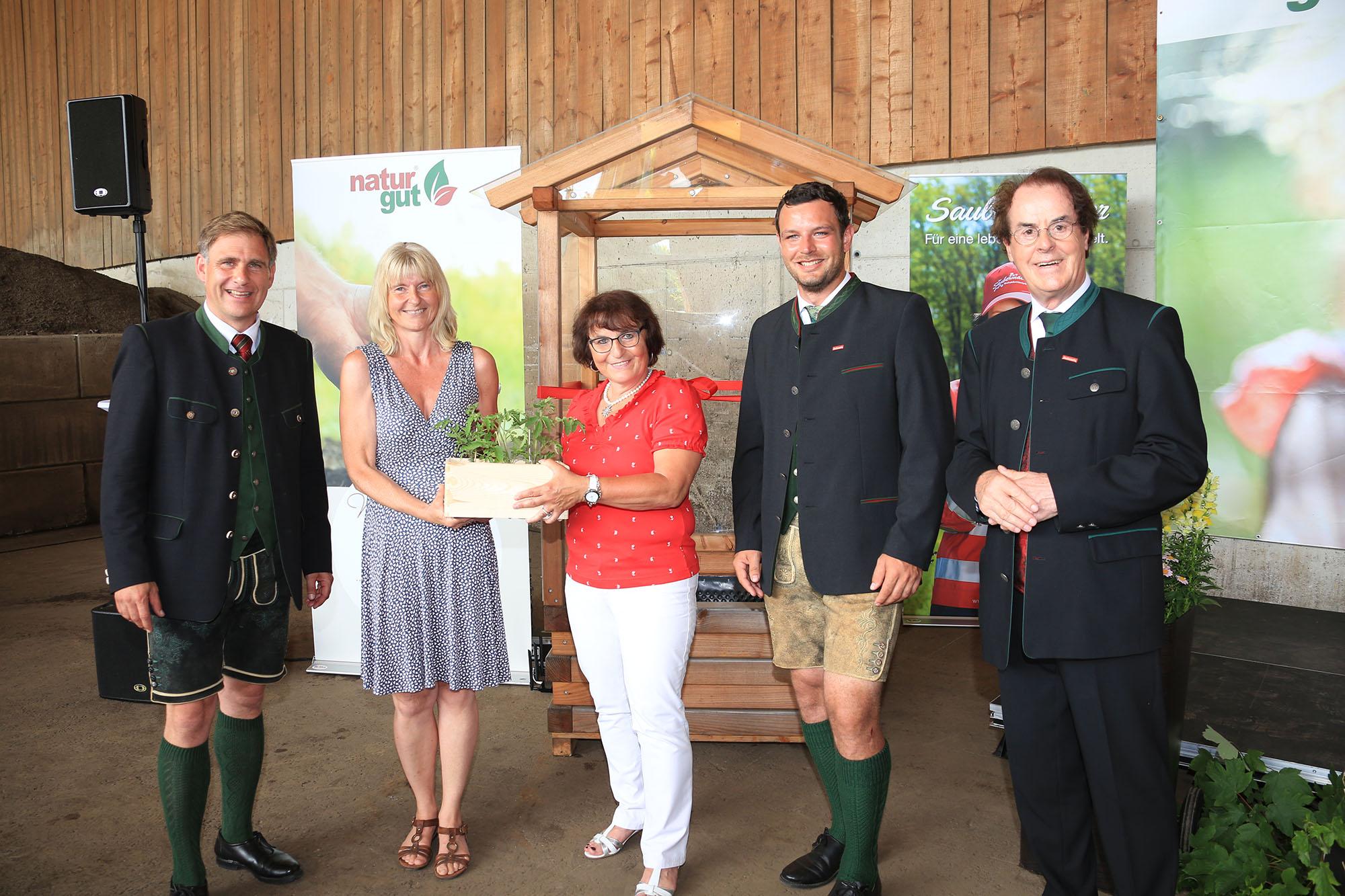 Naturgut übergibt Tomatenhaus an VS St. Margarethen